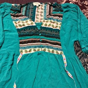 Size large umgee flowy tunic top